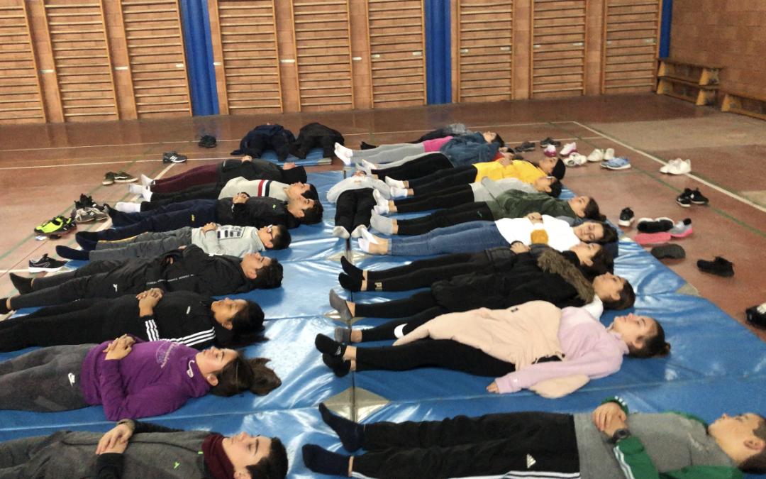 Yoga Escolar como actividad física saludable en el IES El Alquián. Educación Física.
